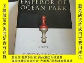 二手書博民逛書店THE罕見EMPEROR OF OCEAN PARK(英文)Y2