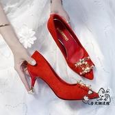 高跟鞋 紅色婚鞋女細跟高跟鞋秀禾中式伴娘鞋方扣結婚鞋子新娘鞋中跟孕婦VK1323