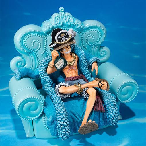 藍衣華裝 魯夫 沙發坐姿