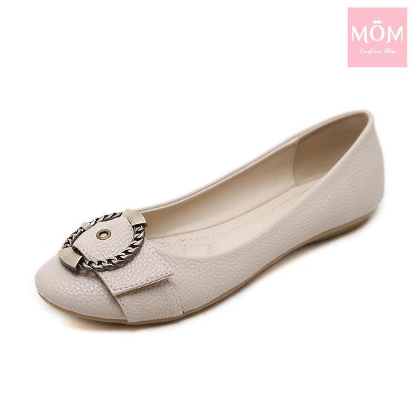 復古金屬大圓釦舒適圓頭平底單鞋 米 *MOM*