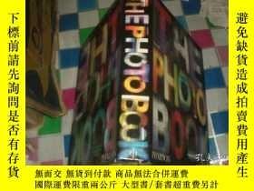 二手書博民逛書店THE罕見PHOTOGRAPHY BOOK(12開精裝厚冊)Y1