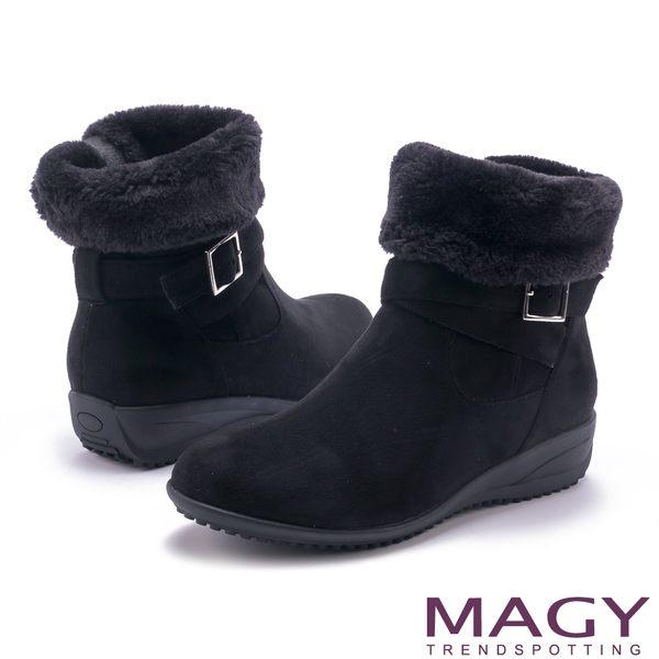 MAGY 暖冬時尚 2WAY扣環捲毛絨布短靴-黑色