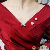【買一送一】固定仿珍珠收領口固定背帶褲防走光胸針別針【淘夢屋】