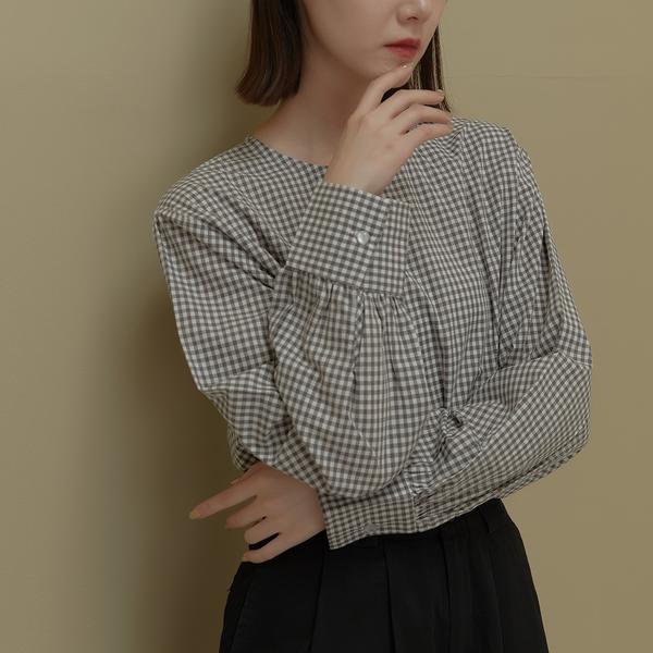 Queen Shop【01097107】圓領清新小格紋造型上衣 兩色售*現+預*