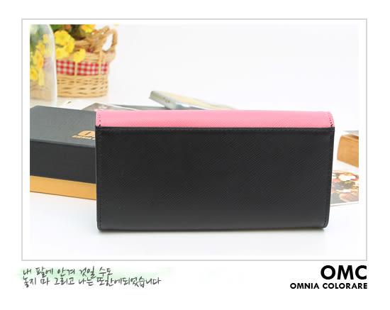 OMC - 專櫃雙色系真皮款兩折式拉鍊長夾- 粉黑系