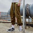 ‧90%尼龍/ 10%氨綸 ‧常規直筒長褲版型 ‧反光腰帶設計 ‧輕便舒適/鬆緊腰頭/褲管可束