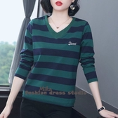 依多多 綠色條紋長袖t恤秋季新款寬鬆大碼v領純棉T恤