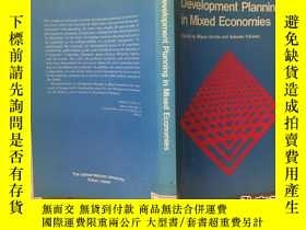 二手書博民逛書店Development罕見Planning in Mixed E