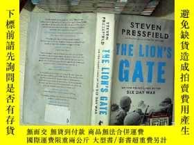 二手書博民逛書店The罕見Lions Gate: On the Front s of the Six Day War 獅子門:六日