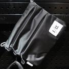 【iSport愛運動】日本 F/CE.Ⓡ 緞面側肩背包 灰 F1702SE0013F010 抗撕裂尼龍/風帆專用材質