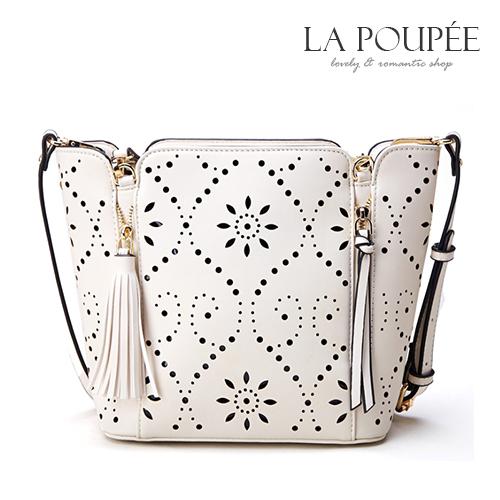 側背包 鏤空雕花獨特圖騰花朵流蘇拉鍊大方包-La Poupee樂芙比質感包飾 (現貨)