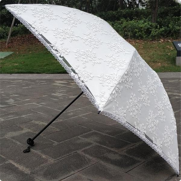 黑膠三折碳纖超輕米白色蕾絲刺繡花防紫外線防曬遮陽太陽傘晴雨傘