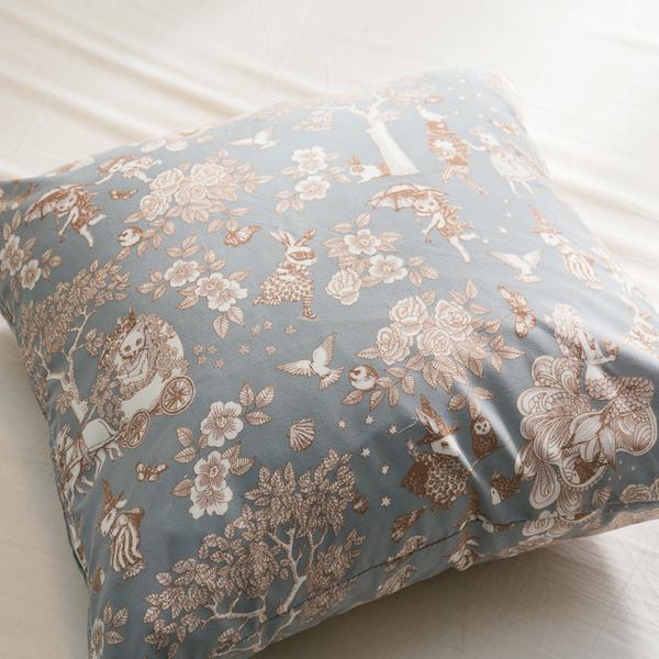 限量方形抱枕   鹿先生的奇幻小屋  磨毛材質抱枕   枕芯超飽滿 台灣製
