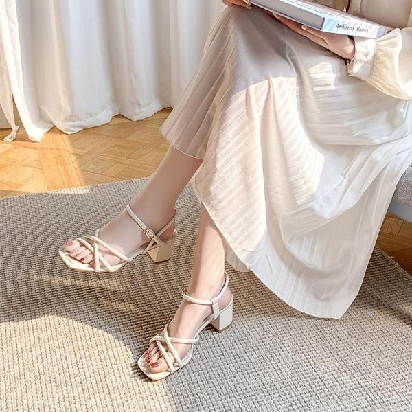 涼鞋女2021年新款夏季一字扣帶方頭中跟百搭白色仙女風高跟鞋粗跟10