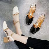 鞋子復古鉚釘高跟鞋 粗跟包頭一字扣涼鞋【多多鞋包店】z7600