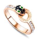 《 QBOX 》FASHION 飾品【R20N682】精緻秀氣創意蛇紋鑲鋯石設計玫瑰金鈦鋼戒指/戒環