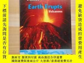 二手書博民逛書店16開《Earth罕見Erupts Volcanoes》火山爆發