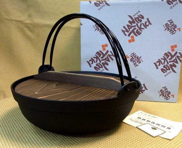 日本南部鐵器【圍爐鍋 30cm 附杉木蓋 鳳文堂】懸掛手提鐵鍋 彎把燉煮鍋火鍋