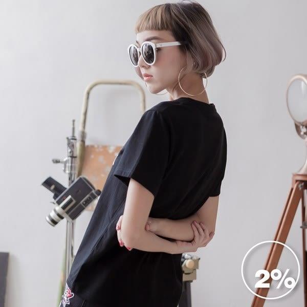【2%】刺繡英文字短袖上衣-黑