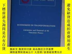 二手書博民逛書店英文原版罕見Economies in Transformatio
