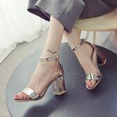 新款粗跟涼鞋女亮皮簡約扣帶露趾高跟羅馬鞋