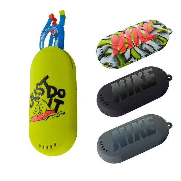 NIKE 炫彩泳鏡收納包 泳鏡袋 游泳袋 泳鏡包 恐龍包 矽膠收納包 NESSB171 【樂買網】