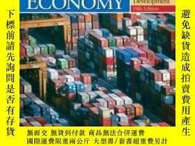 二手書博民逛書店The罕見World Economy: Resources Lo