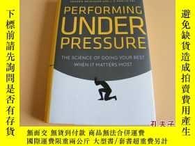 二手書博民逛書店英文原版Performing罕見Under Pressure: The Science of Doing Your