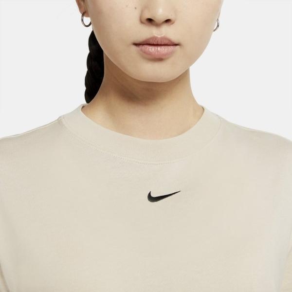 Y-NIKE SPORTSWEAR ESSENTIAL 刺繡 小勾勾LOGO 奶茶色 短袖T恤 透氣 舒適 CT2588-140