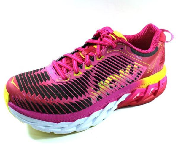 [陽光樂活] HOKA ONE ONE ARAHI 輕量穩定動能跑鞋 (女) - HO1016259VPNF 虛擬粉/螢光桃紅