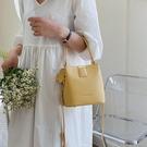 上新小包包女包2020新款潮百搭ins側背斜背包網紅時尚手提水桶包 黛尼時尚精品