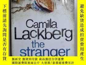 二手書博民逛書店英文原版罕見The Stranger by Camilla La