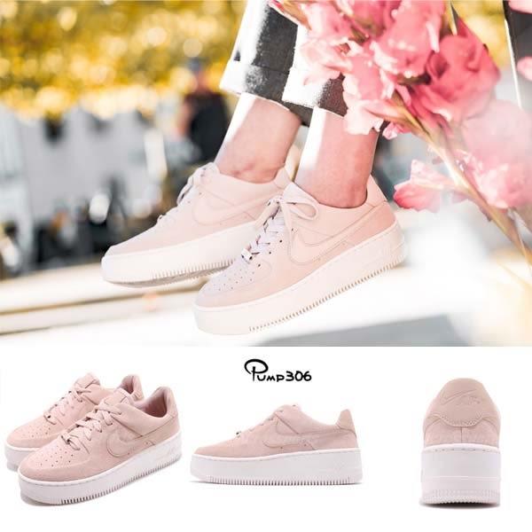 417053c6e1811 Nike 休閒鞋Wmns Air Force 1 Sage Low 粉紅米白麂皮鞋面厚底女鞋運動鞋 ...