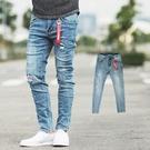牛仔褲 抓破紅色文字補丁彈性合身牛仔褲【...