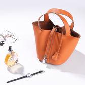 【O-ni O-ni】真皮新款韓版荔枝紋牛皮包女士簡約造型水桶包LC-6888-桔色