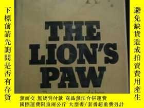 二手書博民逛書店The罕見lions paw 精裝原版Y109818 D.R.S