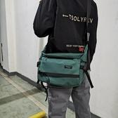 尼龍包男士工裝斜背包防水尼龍布側背包學生休閒書包大容量郵差包潮 萬寶屋
