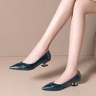 手工真皮大尺碼女鞋34-43 2020新款歐美優雅牛漆皮拼色尖頭淺口中跟鞋 OL工作鞋 通勤鞋~2色