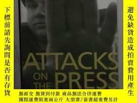二手書博民逛書店英文原版罕見Attacks on the Press in 20