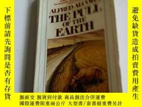 二手書博民逛書店the罕見pull of the earth(英文, 不好)Y2