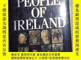 二手書博民逛書店英文原版罕見The People of Ireland Edit