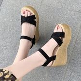 網紅涼鞋女夏2020新款仙女風高跟厚底楔形防水台鬆糕厚底一字帶羅馬鞋 童趣