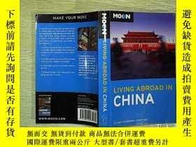 二手書博民逛書店LIVING罕見ABROAD IN CHINA(編號A02)Y2