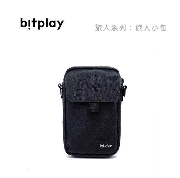光華商場。包你個頭【bitplay】旅人系列 旅人小包 單揹 掛包 容量大 防潑水 黑藍