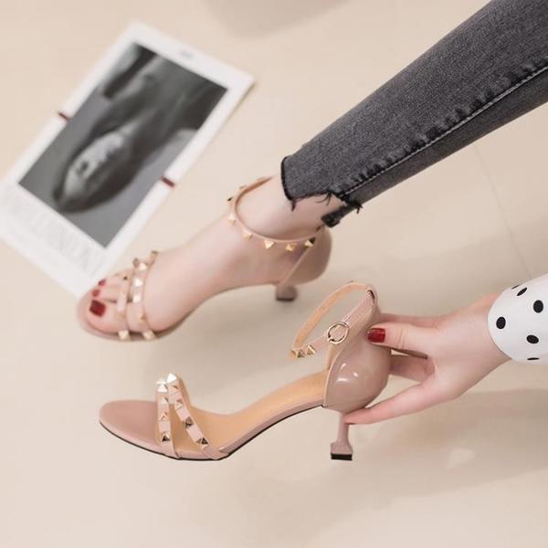 低跟鞋 旗袍涼鞋女仙女風2021年夏新款中跟細跟貓跟一字帶網紅鉚釘高跟鞋