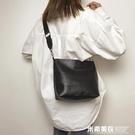 單肩包女大包包秋新款潮韓版百搭側背包寬肩帶包大容量水桶包 米希美衣