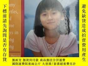 二手書博民逛書店1997年版罕見Six words, many turtles, and three days in Hong K