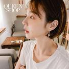 Queen Shop【07030546】貝殼水鑽垂墜造型耳針式耳環*現+預*