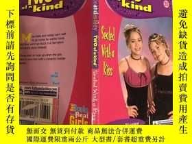 二手書博民逛書店two罕見of a kind sealed with a kiss兩個用吻封住的同類Y200392