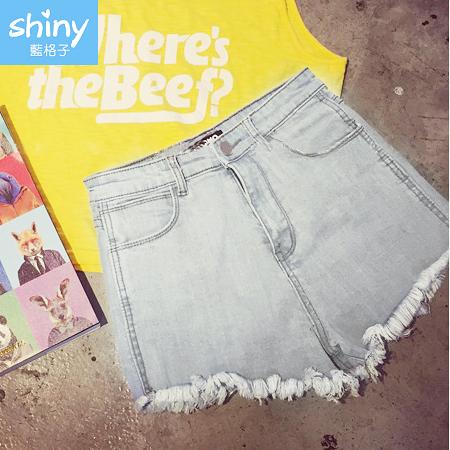 【V9333】shiny藍格子-簡單魅力.素面毛邊抽鬚牛仔短褲